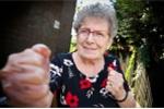 Video: Cụ bà 93 tuổi đối đầu 2 tên cướp và cái kết bất ngờ