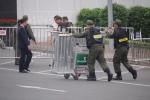 Video: Hàng rào an ninh được thiết lập trước giờ Tổng thống Trump tới Việt Nam