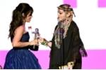 Chu nhan hit 'Havana' vai lay Madonna khi nhan giai Video cua nam hinh anh 1