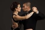 Biểu diễn vũ điệu Tango tại phố đi bộ Hoàn Kiếm kỷ niệm 208 Cách mạng Argentina