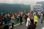 Video: Kẹt xe nghiêm trọng, phụ nữ Trung Quốc biến đường thành sàn nhảy