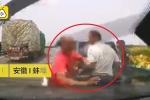 Clip: Đứng sửa xe trên làn khẩn cấp, 2 người bị ô tô đâm chết tại chỗ