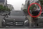 Clip: Mercedes Benz chạy lấn làn, tài xế còn hùng hổ xuống xe mắng người