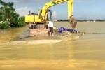 Video: Cận cảnh đê vỡ ở Chương Mỹ, nhấn chìm cả vùng trong biển nước