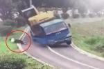 Clip: Xe tải ôm cua lật thảm khốc, tài xế phi thân ra ngoài nhanh như chớp