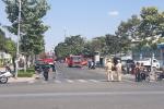 Tiệm sửa xe vắng chủ ở TP.HCM cháy dữ dội, nhiều phương tiện bị thiêu rụi