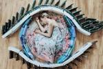 Ảnh: Cô gái gây sốt mạng xã hội nhờ chụp ảnh sáng tạo với hàng trăm cuốn sách