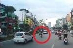 Hà Nội: 'Quái xế' lạng lách, tạt đầu ôtô trên phố Xã Đàn và cái kết kinh hoàng