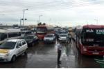 Lái xe phản đối thu phí tại BOT Mỹ Lộc, hàng dài ô tô chôn chân ở quốc lộ