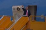 Video: Tổng thống Trump lên chuyên cơ rời Đà Nẵng tới Hà Nội