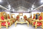 Video: Cận cảnh bộ bàn ghế dát vàng Ý, giá 2 tỷ đồng ở Hà Nội