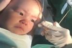 Em bé cắn răng không khóc khi khâu vết thương hút 10 triệu lượt xem