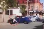 Clip: Bị chọc tức, chồng hung hăng lái ô tô đâm thẳng vào vợ