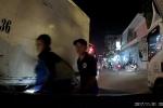 Clip: Xe tải liên tục chèn ép, dằn mặt xe con như xã hội đen gây bức xúc