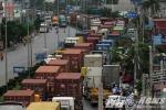 Ảnh: Tắc đường hàng chục km trên 'con đường cát bụi' khủng khiếp bậc nhất Hải Phòng