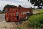 Nam công nhân chết trong tư thế treo cổ trên thùng xe container