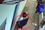 Clip: Đạo chích cạy cửa nhà dân, trộm tivi siêu mỏng trước thềm World Cup