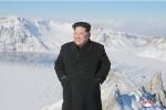 Ảnh: Ông Kim Jong-un tươi cười trên đỉnh núi cao nhất Triều Tiên