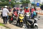 Né cảnh sát giao thông, xe máy xếp hàng dài trước cửa hầm Thủ Thiêm