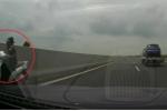 Clip: Nữ 'ninja' chạy ngược chiều bạt mạng trên cao tốc Hà Nội - Hải Phòng