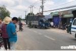 Tông vào xe tải đang lùi, 2 người thương vong ở TP.HCM