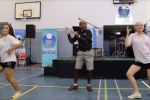 Hiệu trưởng Australia nhảy múa tưng bừng chia tay học sinh cuối cấp