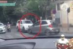 Clip ôtô đối đầu xe cứu thương gây tranh cãi trên mạng xã hội