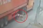 Clip: Người đàn ông lao đầu vào bánh container và cái kết thần kỳ khó tin