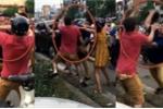 Tạm giữ 2 thanh niên hùng hổ đánh ông Tây sau va chạm giao thông ở Hà Nội