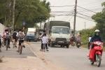 Tránh trạm BOT, xe tải chạy rầm rập trên đường làng, dân nơm nớp lo sợ