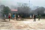 Cháy dữ dội ở chợ huyện, nhiều ki ốt bị thiêu rụi hoàn toàn