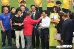 Phó Thủ tướng Vũ Đức Đam tặng áo đấu tuyển Việt Nam cho Tổng thống Hàn Quốc