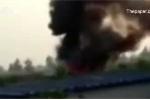 Trung Quốc: Máy bay trình diễn lao đầu xuống đất, bốc cháy ngùn ngụt