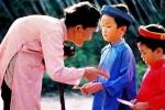 Vì sao người Việt phải mừng tuổi, lì xì đầu năm mới?