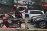 Xôn xao clip tài xế Mercedes tát người đàn ông lớn tuổi sau va chạm giao thông
