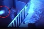 Clip: Kiểm tra camera, bố phát hiện bóng trắng kỳ quái trong phòng ngủ con gái
