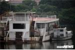 Video: Hàng chục 'nhà hàng ma' tiền tỷ hoen gỉ lênh đênh trên Hồ Tây