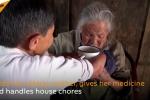Cảm động cảnh cụ bà 75 tuổi cụt tay chân tận tụy chăm sóc mẹ già 100 tuổi