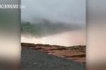Clip: Hiện trường vỡ đập thủy điện ở Lào, 5 tỷ m³ nước đổ xuống hạ lưu