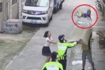 Clip: Nghẹt thở xem cảnh sát hứng em bé rơi từ cửa sổ tầng 2