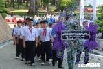 Ảnh: Học sinh xếp hàng dài viếng nguyên Thủ tướng Phan Văn Khải