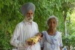 Cụ bà Ấn Độ sinh con đầu lòng ở tuổi 72
