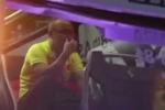 Clip: HLV Park Hang-seo lặng lẽ khóc trên xe buýt sau trận thua của Olympic Việt Nam