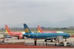 Nhiều khách chậm chuyến bay do người dân xuống đường gây rối: Các hãng hàng không xử lý thế nào?