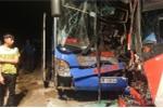 Sau cú tông mạnh trên đèo Lò Xo, 2 xe khách nát bét đầu