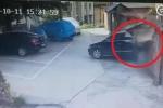 Clip: Nữ tài xế đỗ xe dở kinh hoàng, húc liên tiếp 3 ô tô rồi lùi đâm thủng tường gạch