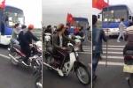 Clip: Tiễn bạn nhập ngũ, nhóm thanh niên đầu trần phi xe máy đuổi theo xe chở tân binh
