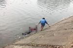 Video: Xác người đàn ông có dấu hiệu phân hủy nổi trên mặt hồ Linh Đàm