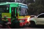 Tông chết cụ già đi bộ, xe hơi tiếp tục đấu đầu xe buýt