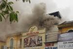 Cháy khách sạn ở Hải Phòng, nhiều người mắc kẹt bên trong, 1 người chết